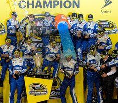 Jimmie Johnson and crew celebrate Championship #7