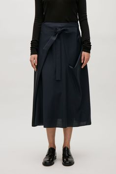 COS image 2 of Fold-over wool skirt in Dark Navy