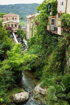 Medieval village of Moustiers-Sainte-Marie, Alpes-de-Haute-Provence, France (by SebastienToulouse).