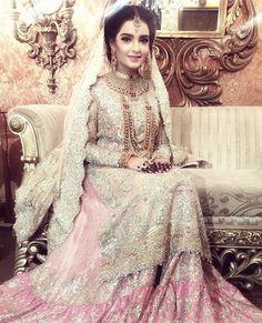 Eleyha Quraishi looking beautiful in an ethereal #FarahTalibAziz Bridal in shades of blush pinks #RealBrides #HappyBrides #FarahTalibAzizBrides✨