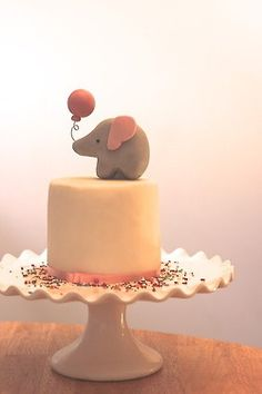 elephant baby shower cake, can also be done with a blue balloon!