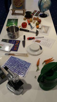 Inspiratietafel Moestuin. Deze inspiratietafel is gebaseerd op het thema moestuin. Waar denk je aan bij dit thema? De diversiteit is groot, van gewassen naar koken naar kunst, patronen, reizen of het bouwen van een kas. En natuurlijk nog veel meer: Laat kinderen zelf brainstormen, filosoferen en keuzes maken.