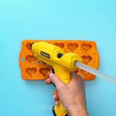 Crafts With Hot Glue, Glue Gun Crafts, Resin Crafts, Diy And Crafts, Creative Crafts, Diys, Hot Glue Guns, Gun Art, Craft Ideas
