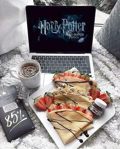 Image about food in SweetLove🍰 by Ursule on We Heart It Pyjama-party Essen, Nutella, Sleepover Food, Cute Date Ideas, Food Goals, Aesthetic Food, Food Cravings, Harry Potter, Food Porn
