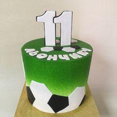 Торт для Льончика-великого майбутнього футболіста,братика і друга мого синочка.Правда,якраз місяць назад зроблений🙈🎂.Але тема нагальна 🤩 #тортфутбол #футбольнийторт #тортфутболисту #кремовыйтортфутболисту Football Birthday Cake, Soccer Birthday Parties, Sports Themed Cakes, Soccer Cake, Sport Cakes, Cake Business, Paper Cake, Take The Cake, Cakes For Boys