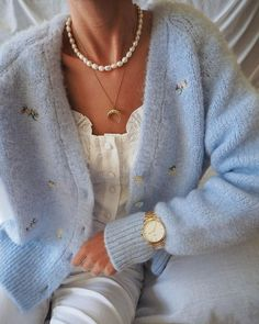 Discover recipes, home ideas, style inspiration and other ideas to try. Adrette Outfits, Picnic Outfits, Cardigan Outfits, Cute Casual Outfits, Winter Outfits, Fashion Outfits, Blue Cardigan, Winter Cardigan Outfit, Fashion Tips