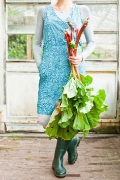 Lady in a blue apron and green wellies holding a bunch of rhubarb. Rhubarb is growing well in my garden at the moment, just a few crowns in a flower bed but lovely to just pick a few sticks and make a compote with apples. Country Life, Country Girls, Country Living, Country Charm, Country Style, Lifestyle Fotografie, Farms Living, Down On The Farm, Edible Garden