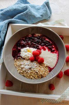 Recept: Geroosterde havermout ontbijt met yoghurt en vruchtensaus. Healthy breakfast | It's a Food Life