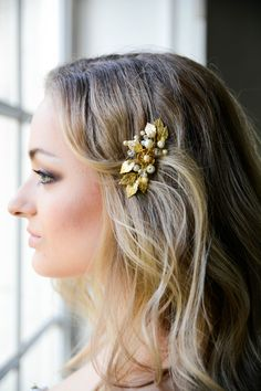 Check out this item in my Etsy shop https://www.etsy.com/listing/385303328/bridal-hair-comb-gold-bridal-headpiece