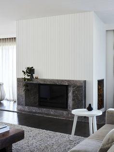Сімейна ферма Фліндерс від Саллі Керолайн Timber Wall Panels, Timber Panelling, Timber Walls, Stone Fireplace Surround, Grey Fireplace, Fireplace Tv Wall, Living Room With Fireplace, Fireplace Ideas, Fireplace Design