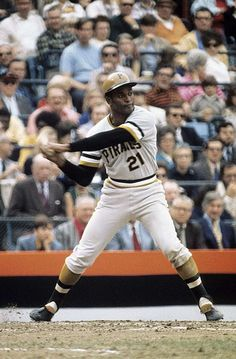 For Life: The greatest MLB players who spent their entire careers with one team - Roberto Clemente - Pirates - 1955 to 1972 Pittsburgh Pirates Baseball, Pittsburgh Sports, Pittsburgh Penguins, Roberto Clemente, Fox Sports, Sports Stars, Sports Pics, Mlb Players, Baseball Players