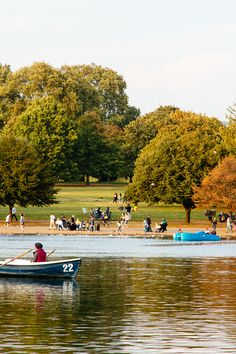 In need of a bit of relax? Hyde Park is the perfect place for you. Walk through fields of leaves in autumn, and sunbathe during summer, smell flower's perfume in spring and play with snow in winter. You will find a totally different London here. Take a breath and relax.