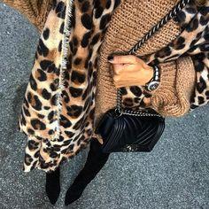 "4,973 aprecieri, 83 comentarii - Vola Udabe Randri (@olaizolav) pe Instagram: ""So comfy ...  •Big knit ( new ) + Scarf ( new ) #zara @zara •Watch + Bag #chanel @chanelofficial…"""