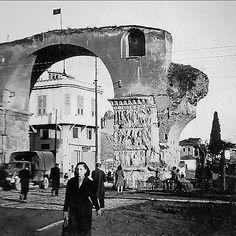 Γυναικεία φιγούρα στην Καμάρα (1942)