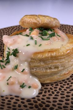 Patty with shrimp ragout - Delicious Happen - Nice to make your own pastries. You can easily buy them in the supermarket, but then I find them a - Rumchata Recipes, Panini Recipes, Vol Au Vent, Candy S, Shrimp Recipes, Family Meals, Delish, Good Food, Lunch