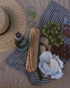 Picnic Date, Beach Picnic, Summer Picnic, Brunch, Picnic Foods, Picnic Recipes, Romantic Picnics, Romantic Dinners, Picnic Essentials