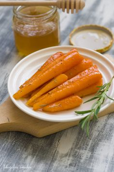 Glazurowana marchewka przepis Tasty, Yummy Food, Carrot Recipes, Polish Recipes, Antipasto, Dessert, I Foods, Clean Eating, Veggies
