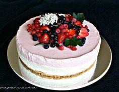 Punaherukka-valkosuklaakakku on varma valinta juhliin. Cheesecake, Baking, Desserts, Food, Kitchen, Motivational Quotes, Cheesecake Cake, Bread Making, Tailgate Desserts