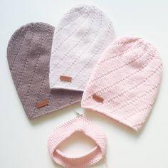 Всем привет! Эти шапочки - моя новая любовь! Они такие милые, стильные и в тоже время не кричащие Светлую и темно-бежевую можно купить, написав мне в директ или ватс ап К персиковой в комплект вяжется снудик #daria_starr #knit #knitting #knitlove #knitstyle #knittoholic #knittersofinstagram #hat #handmade #iloveknitting #like4like #style #vsco #vscoknit #vscomoscow #snood #inspiration #улыбаемсяивяжем #люблювязать #вяжу #вяжуназаказ #шапка #шапочка #купитьшапку #красиво #шапкаспомпоном…