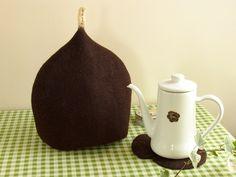 チョコレートティーコゼ by ヒツジフエルト縮絨室 [Felt Chocolate Tea Cozy by Felt Fulling Lab]