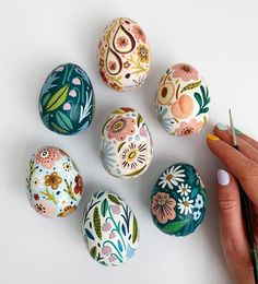 "Amber Davenport on Instagram: ""EASTER EGG GIVEAWAY! 🌸 🐣🥚🌼⁣ ⁣ So every year I paint a bunch of these ceramic eggs and they always get shoved in a cupboard and forgotten…"""