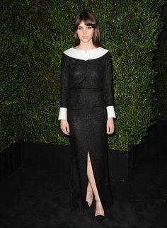 Pin for Later: Felicity Jones hat ein ganz einfaches Erfolgrezept Bei einem Oscars Dinner im Februar 2013 In Chanel.