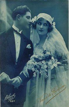 Art Deco Bride and Groom: Wedding Photos Vintage Bridal Fashion 1920s Vintage Dresses, Antique Wedding Dresses, 1920s Wedding, Vintage Outfits, Vintage Weddings, Farm Wedding, Boho Wedding, Wedding Bride, Bride Groom