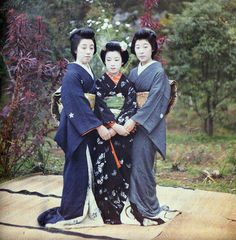 Cue the koto!  3 beautiful ladies photograhed by Stéphane Passet for Albert Kahn in Kyoto, Japan, 1912.