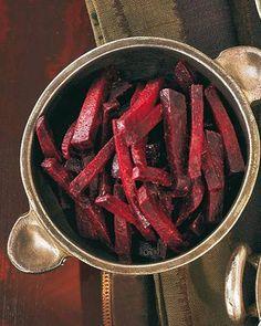 Die rote Bete schmeckt kalt, warm, als Beilage, als Salat - ganz, wie ihr wollt. Zum Rezept: Rote Bete mit Koriander