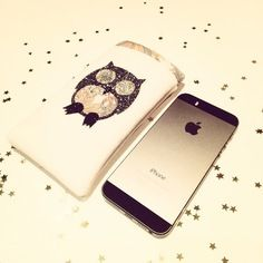 Etui iphone chouette en velours et paillettes 14 x 8,5 cms