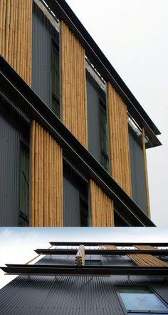 HABILLAGE EN BAMBOU. Une enveloppe recouverte de bambous indonésiens, de grandes surfaces vitrées et des volets en bambou qui se déplient ou se replient pour « insuffler un mouvement » sur les façades ouest et sud. Tel a été le défi de l'agence Monica Donati Architectes, conquise par ce matériau pour habiller le futur siège du Centre de gestion de la fonction publique territoriale de Seine-et-Marne à Carré Sénart.