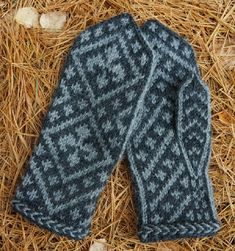Knitting Patterns Mittens Fascinated: The gray charms the young man Knit Mittens, Mitten Gloves, Knitting Socks, Fair Isle Knitting, Winter Accessories, Keep Warm, Fingerless Gloves, Arm Warmers, Pattern Design