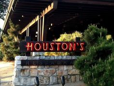 Houston's (Pasadena)