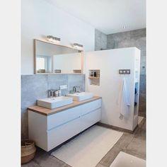 nspi du Dimanche soir 😴🌙 Une salle de bain simple et fonctionnelle avec ses nombreuses niches ☺️👌🏼 #salledebain #sdb #instadeco #homedecor
