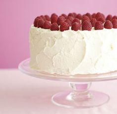 classic+vanilla+layer+cake+with+vanilla+mascarpone+frosting+&+raspberries