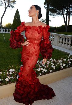 Katy Perry Channels the Dancing Lady Emoji at amfAR's Annual Gala in Cannes - http://thisissnews.com/katy-perry-channels-the-dancing-lady-emoji-at-amfars-annual-gala-in-cannes-2/