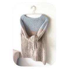 Lufter en favoritt fra sist vår, denne tofargede #mikagenser har vært utrolig mye brukt Nå planlegges en ny strikket i kombinasjon #air og #tynnalpakka fra @dustorealpakka spørs bare når jeg får tid One if my favourite sweater from last spring #themikasweater. So soft and delicious Pattern in my webshop.