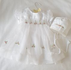 Gorgeous hand smocked white Christening Dress and Bonnet with elegant hand embroidered detail Baby Frock Pattern, Frock Patterns, Baby Dress Patterns, Smocked Baby Clothes, Newborn Girl Dresses, Little Girl Dresses, White Christening Dress, Christening Gowns, Kids Frocks Design