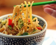 Quick and easy chilled miso noodles with broccoli, bell pepper and peanuts {vegan} - The Perfect Pantry®