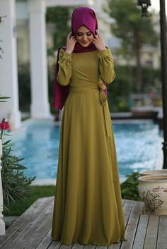 Iwould wear the dress bt not the hijab. not being offensive but im not a muslim. Abaya Fashion, Modest Fashion, Fashion Dresses, Modest Dresses, Modest Outfits, Moslem Fashion, Modele Hijab, Mode Abaya, Mode Simple
