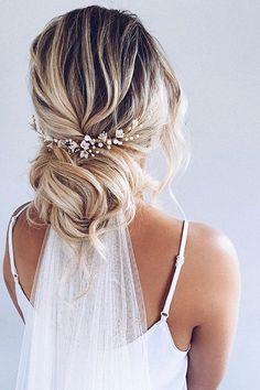 Bride Hairstyles With Veil, Wedding Hairstyles For Long Hair, Down Hairstyles, Bridal Hairstyles, Bridal Hair With Veil Updo, Indian Hairstyles, Hairstyle With Flowers, Bridal Hair With Flowers, Loose Bridal Hair