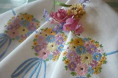 Stunning Vintage Hand Embroidered Linen Tablecloth Exquisite Embroidery