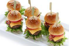 Recette de mini burgers au Thermomix TM31 ou TM5. Préparez cet apéritif en mode étape par étape comme sur votre robot !