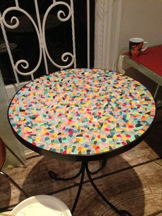 Ancient Art for the Contemporary Home: Mosaic Tables Garden Table And Chairs, Patio Table, Dining Table, Mosaic Diy, Mosaic Ideas, Bottle Cap Table, Mosaic Tables, Mosaic Projects, Mosaic Designs