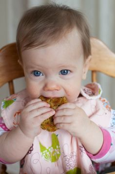 Baby-led feeding at 10 months on simplebites.net. how to naturally transition your babies to solid foods at their pace.
