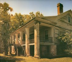 #GreekRevival Style Plantation  Home.  #SouthernMansion. Macland #Plantation, Louisiana. Also Woodland Plantation or Payne House, Built in the 1840s for Dr. Louis Archibald Webb.  Civil War, Confederate soldiers  hospital. In 2006 moved near St. Francisville for restoration as a private home. Prior to the Civil War,  4,000 acres and 110 slaves. Last known sugar mill in St. Landry Parish.   Louisiana Plantations. Southern Architecture.  Historical Home. Stately Columns. Grand Front Porch.