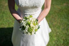 Auch an Bernadette und Markus Hochzeitstag meinte es der Wettergott wieder gut mit uns und die Sonne schenkte uns ihr strahlendstes Lächeln - Bilderfischer Wedding Portraits, Wedding Dresses, Fashion, Marriage Anniversary, Sun, Pictures, Bride Dresses, Moda, Bridal Gowns