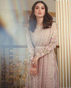 Asian Wedding Dress Pakistani, Pakistani Formal Dresses, Pakistani Dress Design, Pakistani Outfits, Indian Outfits, Indian Designer Outfits, Designer Wedding Dresses, Stylish Dresses For Girls, Ethnic Dress