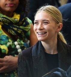 Photos via: Zimbio Ashley was all smiles at the Anna Wintour Costume Center grand opening at the Metropolitan Museum of Art in New York . Mary Kate Ashley, Mary Kate Olsen, Elizabeth Olsen, Elizabeth And James, Olsen Sister, Olsen Twins, Jeanne Damas, Anna Wintour, Ashley Olsen