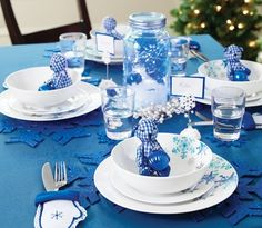 8-house-home-CT_BL_Xmas_TableSetting_Dishes_m